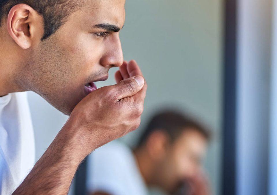 ایمپلنت باعث بوی بد دهان می شود؟